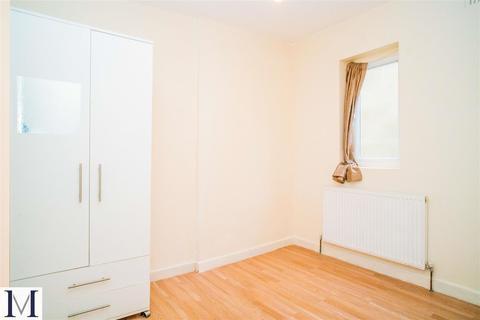 Studio to rent - Trinity Road, Southall