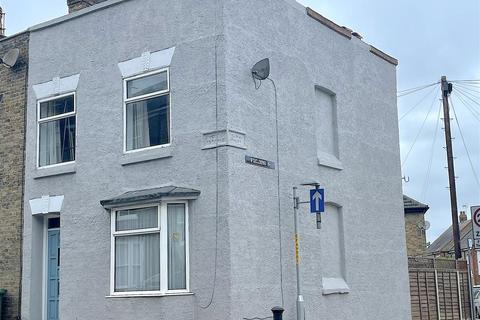 3 bedroom end of terrace house for sale - South Road, Faversham