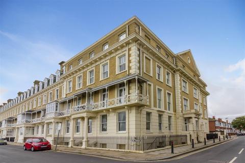 2 bedroom flat for sale - Heene Terrace, Worthing