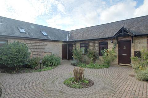 3 bedroom semi-detached house for sale - Home Farm Court, Shantock Lane, Bovingdon