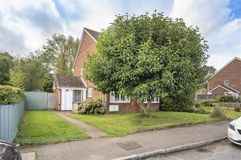 2 bedroom flat for sale - Overstone Road, Harpenden