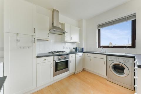 2 bedroom flat to rent - De Beauvoir Court, SW18