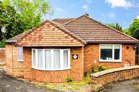 3 bedroom bungalow for sale - Wellesley Close, Waterlooville, Portsmouth, Hampshire, PO7 7JD