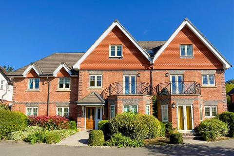 2 bedroom flat for sale - High Wycombe,  Buckinghamshire,  HP12