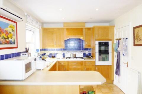 4 bedroom detached house for sale - Chilcott Close, Wembley HA0