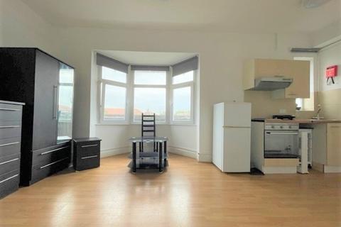 Studio to rent - Burnside Road, Dagenham, Essex, RM8