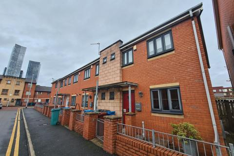 3 bedroom terraced house to rent - New Welcome Street, Hulme, Manchester. M15 5NB