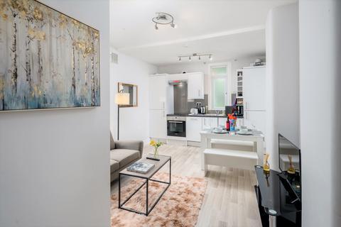 3 bedroom flat to rent - Graeme road, London, EN1