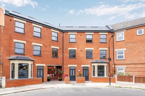 2 bedroom flat for sale - Boot Court, Jeddo Road, London, W12