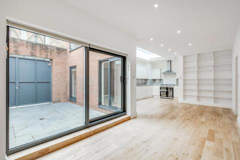 3 bedroom end of terrace house for sale - Archway Road, Highgate, London, N6