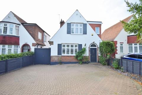 3 bedroom detached house for sale - Rickmansworth Road, Pinner