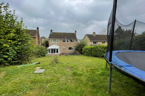 4 bedroom detached house for sale - Detached House with Large Garden