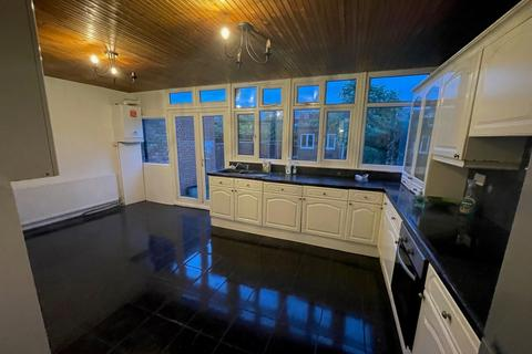 4 bedroom terraced house to rent - Berkshire Gardens, Palmers Green