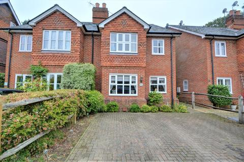 4 bedroom semi-detached house to rent - Coombe Road, Hill Brow, Liss