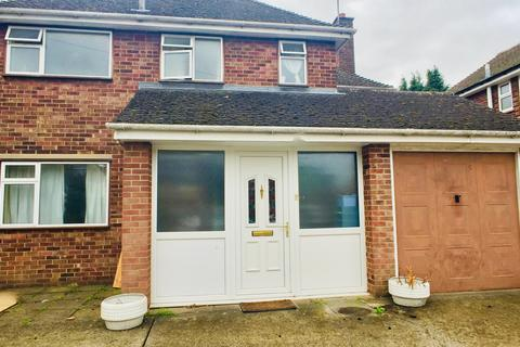 1 bedroom in a house share to rent - Queen Edith Way, Cambridge,