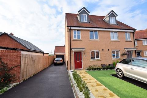 3 bedroom townhouse for sale - Clemens Road, Aylesbury