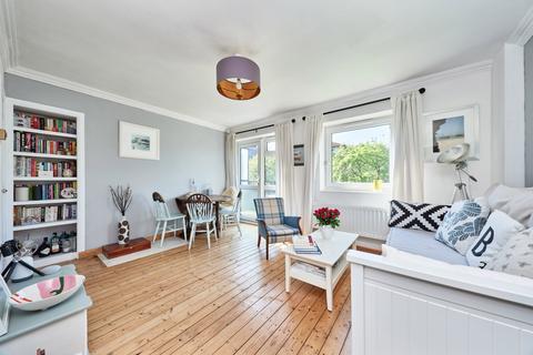 2 bedroom flat for sale - St. Saviours Estate London SE1