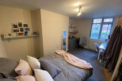8 bedroom terraced house to rent - Ash Grove, Hyde Park, Leeds, LS6 1AY