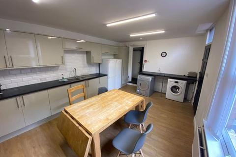 8 bedroom terraced house to rent - Bainbrigge Road, Headingley, Leeds, LS6 3AD