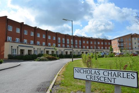5 bedroom house for sale - Nicholas Charles Crescent, Aylesbury