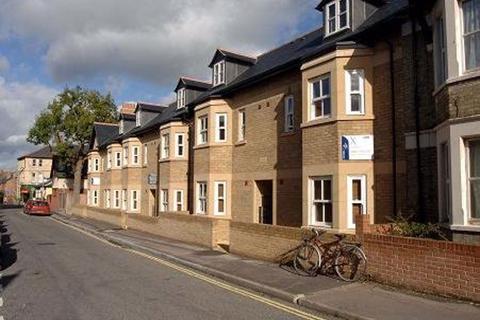 3 bedroom flat to rent - JEUNE ST (ST CLEMENTS)