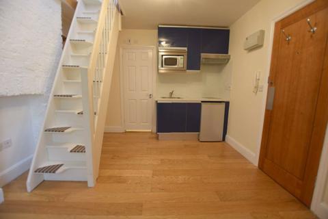 Studio to rent - Dollis Road, Finchley, London, N3
