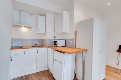 Studio to rent - West Kensington, W14
