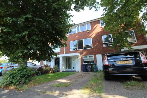 3 bedroom property to rent - Cyprus Road, Finchley Central, London