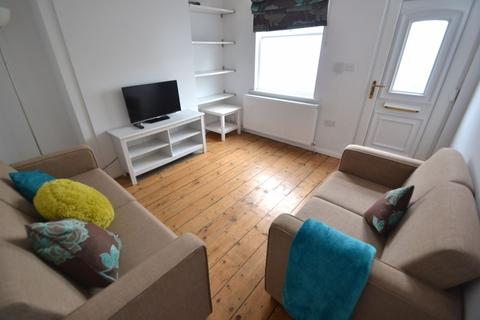 2 bedroom house to rent - Cycle Road, NG7 - UON