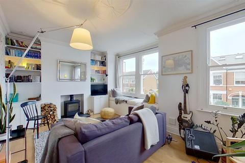 3 bedroom flat to rent - Penwith Road, London