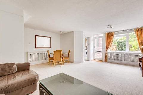 2 bedroom flat to rent - More Close, St Pauls Court, London, W14
