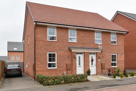 3 bedroom semi-detached house for sale - Tomlinson Road, Warwick