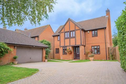 4 bedroom detached house for sale - Woodlands Park Drive, Dunmow