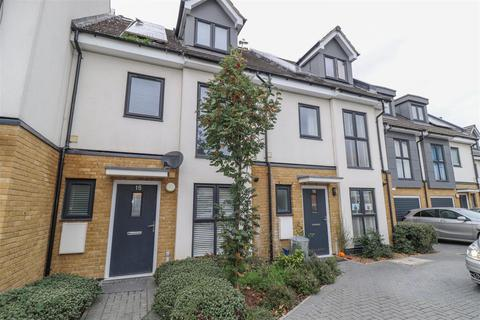 4 bedroom terraced house for sale - Brookside Crescent, Westcliff-On-Sea