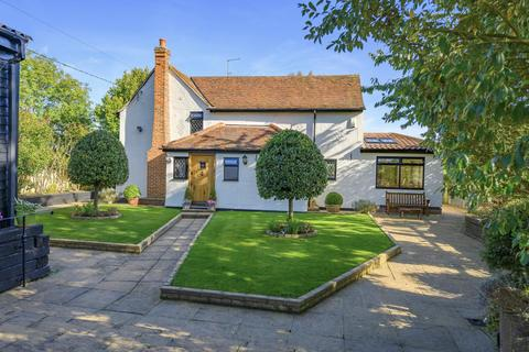3 bedroom detached house for sale - Chelmsford Road, White Roding, Dunmow