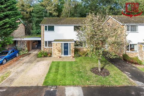 3 bedroom detached house for sale - Foxcote, Finchampstead, Berkshire, RG40 3PG