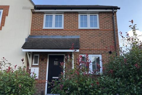 3 bedroom semi-detached house for sale - Greenhurst Drive, East Grinstead