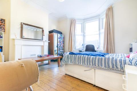 4 bedroom house to rent - Lyndhurst Avenue, Jesmond, Newcastle Upon Tyne