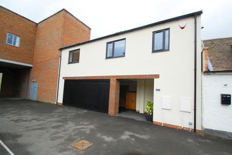 1 bedroom apartment for sale - Oak End Court, 34-36 Oak End Way, Gerrards Cross, Buckinghamshire, SL9
