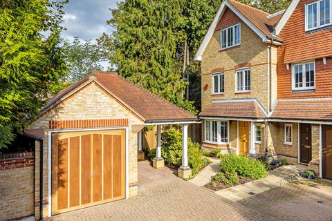 4 bedroom semi-detached house for sale - Cavendish Place, London, NW2