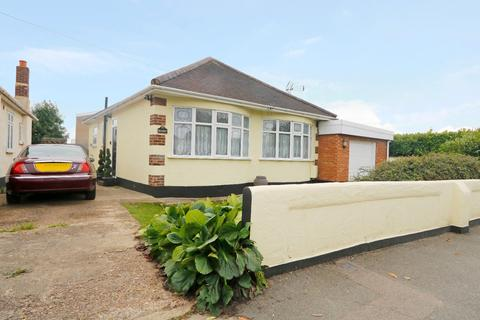 3 bedroom detached bungalow for sale - Shipwrights Drive, Thundersley, Essex, SS7