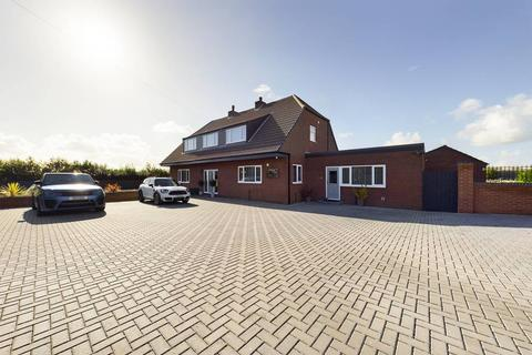 4 bedroom detached house for sale - Stable Croft Marsh Lane,  Keyingham, HU12