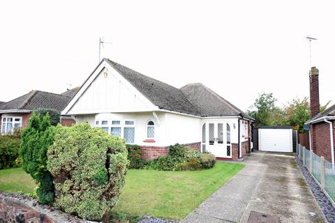2 bedroom detached bungalow for sale - Mountview Road, Clacton-on-Sea