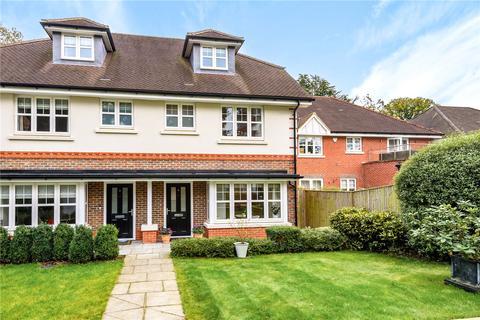 4 bedroom semi-detached house for sale - Nettlecombe Close, Farnham, Surrey, GU9