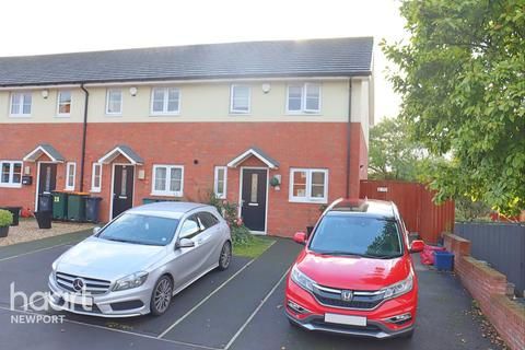 3 bedroom end of terrace house for sale - Frobisher Road, Newport
