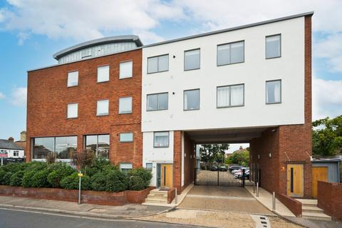 2 bedroom apartment for sale - Kinsheron Place, 2 Pemberton Road, East Molesey, Surrey, KT8