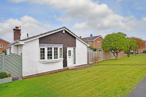 3 bedroom detached bungalow for sale - Pentland Road, Dronfield Woodhouse, Dronfield, Derbyshire, S18 8ZQ