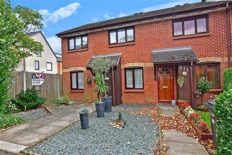 4 bedroom semi-detached house for sale - Bernards Close, Ilford, Essex