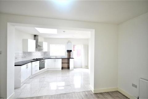 5 bedroom end of terrace house to rent - Burnside road, Dagenham, RM8