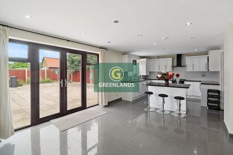 5 bedroom bungalow to rent - Trenance Gardens, Goodmayes, IG3